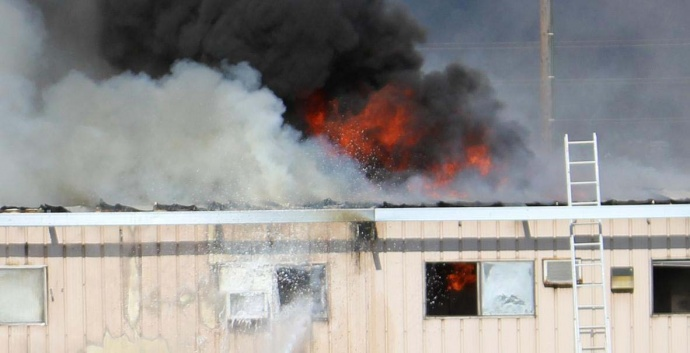 Kahului structure fire. Photo by Wendy Osher.