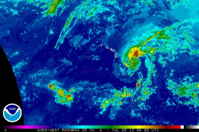 Flossie rb satellite imagery,  evening July 28, 2013. Image courtesy NWS, CPHC, NOAA.