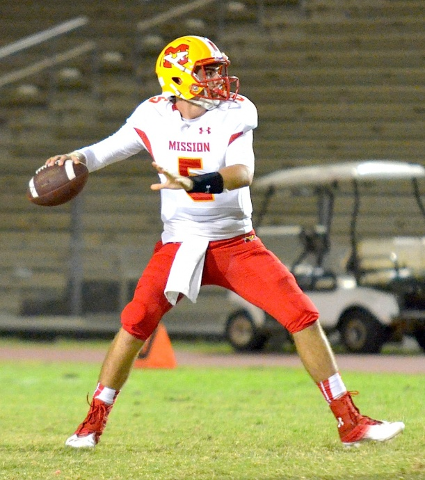 Mission Viejo quarterback Ian Fieber completed 10 of 15 pass attempts for 156 yards and one touchdown. Photo by Rodney S. Yap.