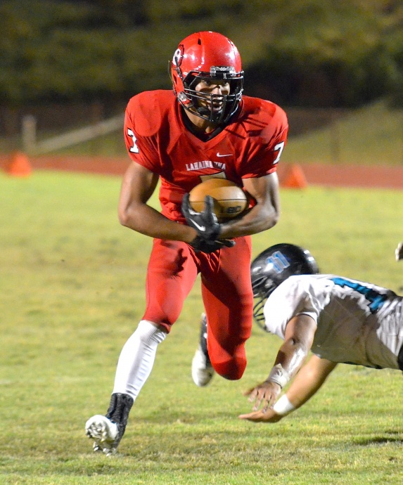 Lahainaluna's Jeffery Ancog scores a touchdown on this 13-yard play. Photo by Rodney S. Yap.