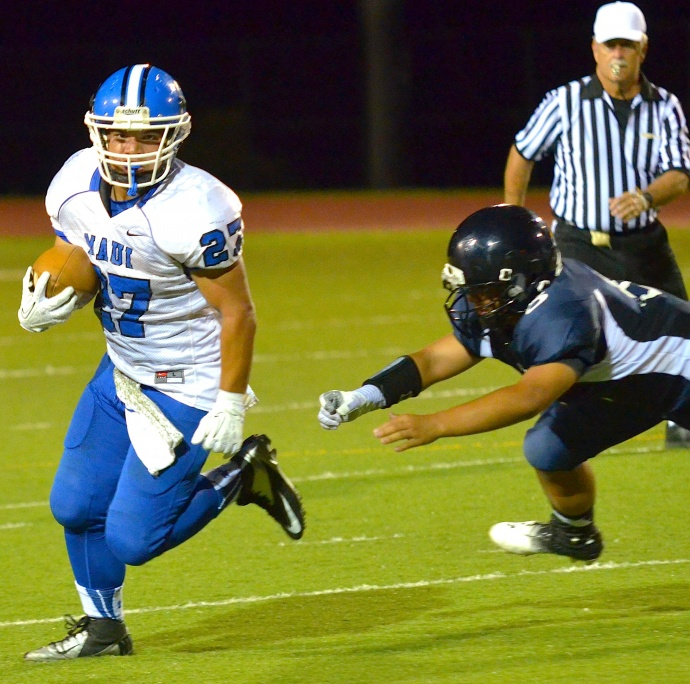 Maui High's Daniel Kelly rushed for 83 yards on 13 carries. Photo by Rodney S. Yap.