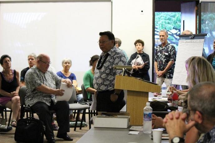Maui Mayor Alan Arakawa was among those who spoke at the informational meeting. Photo by Wendy Osher.