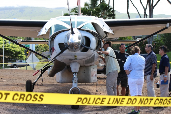 A team of investigators had planned to speak with pilots today following the emergency landing of a Cessna plane on the Piʻilani Highway last night. Photo by Wendy Osher.