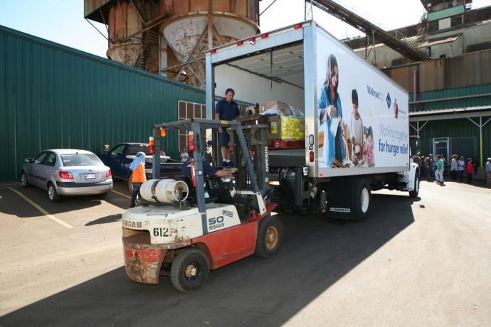 HC&S, a subsidiary of A&B, makes a $15,000 donatation to the Maui Food Bank. Courtesy photo.