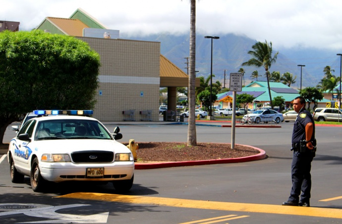 Police blocked the entrance and exits to the Kmart store in Kahului.  November 1, 2013. Photo by Wendy Osher.