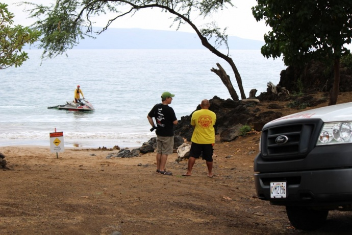 Shark attack response, Makena Landing. Photo by Wendy Osher.