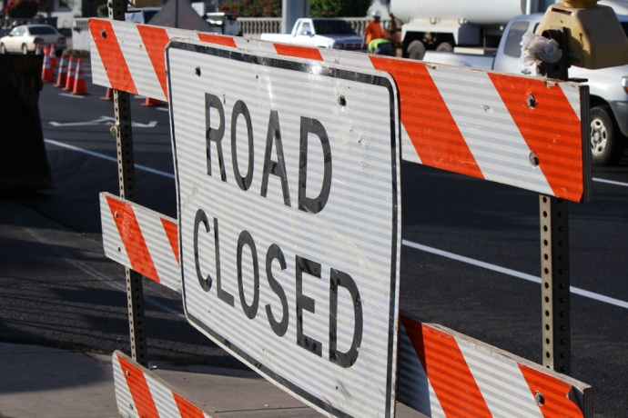 Road work, road closed sign at the Wakea Avenue repaving project in Kahului. Photo by Wendy Osher.