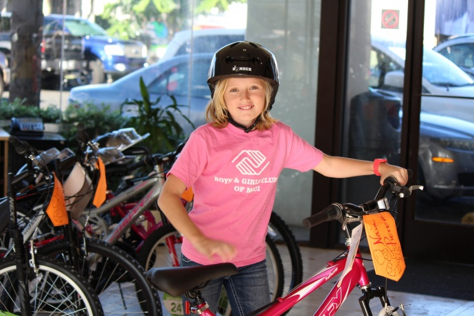maui now car dealer surprises kids with new bicycles for christmas. Black Bedroom Furniture Sets. Home Design Ideas