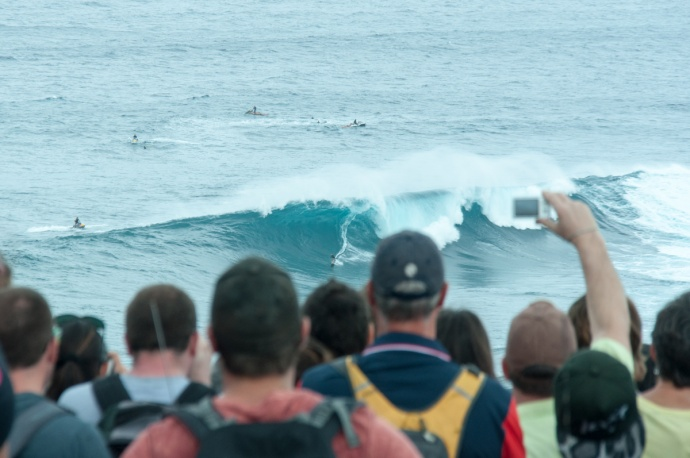Hundreds of spectators gathered at thecliffs at Peʻahi to watch Maui's big-wave surfers. File photo Jan. 23, 2014 by Riley Yap.