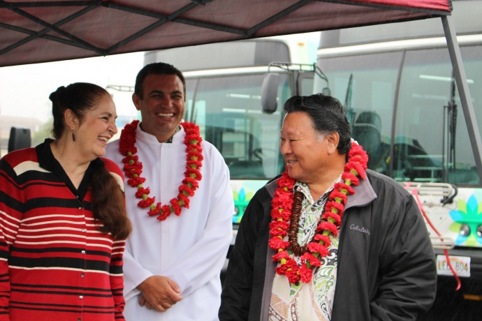 Maui Bus dedication, Jan. 27. 2014. Jo Anne Johnson Winer, Sandy Baz, and Mayor Arakawa (left to right). Photo by Wendy Osher.