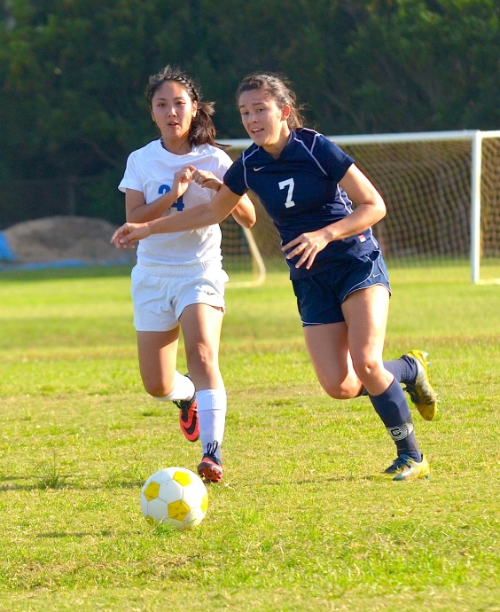 Kamehameha Schools Maui senior midfielder Lily Higashino (7) is one of six seniors the Lady Warriors have on their 25-player roster. File photo by Rodney S. Yap.