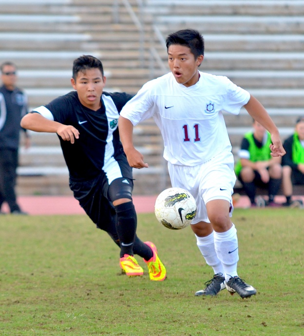 Baldwin senior midfielder Jaren Ariyoshi looks for a passing lane against King Kekaulike  earlier this year. Photo by Rodney S. Yap.