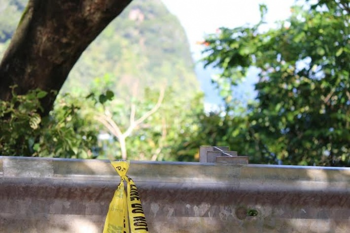 Police tape at cliff overlooking Honomanū Bay. Photo 2/15/14, by Wendy Osher.