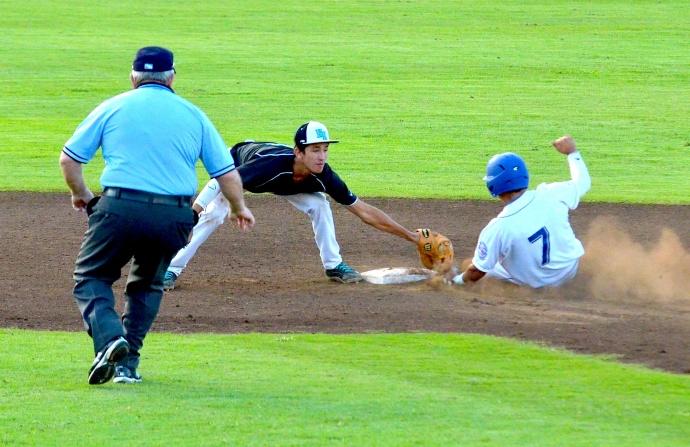 Maui High School's Jordan Yaji-Kawaha (7) slips his left hand under the tag of King Kekaulike shortstop Ryder Souza. Photo by Rodney S. Yap