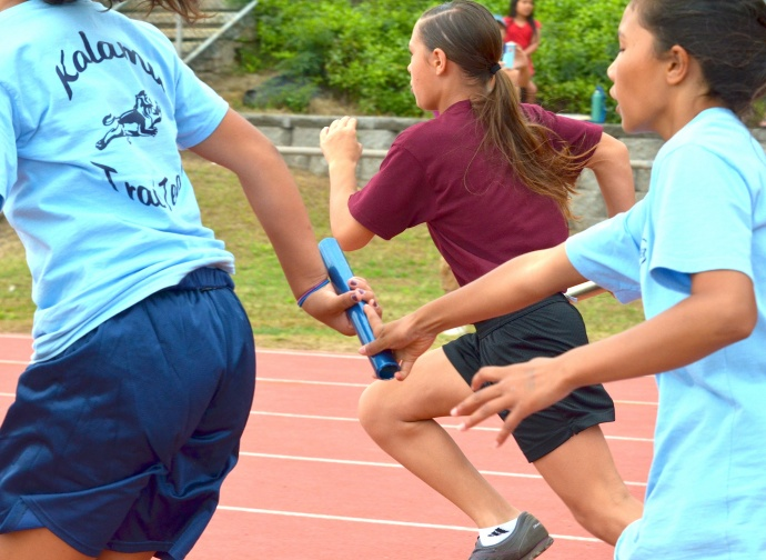 The baton exchanged hands on the final pass of the girls 400 relay. Photo by Rodney S. Yap.