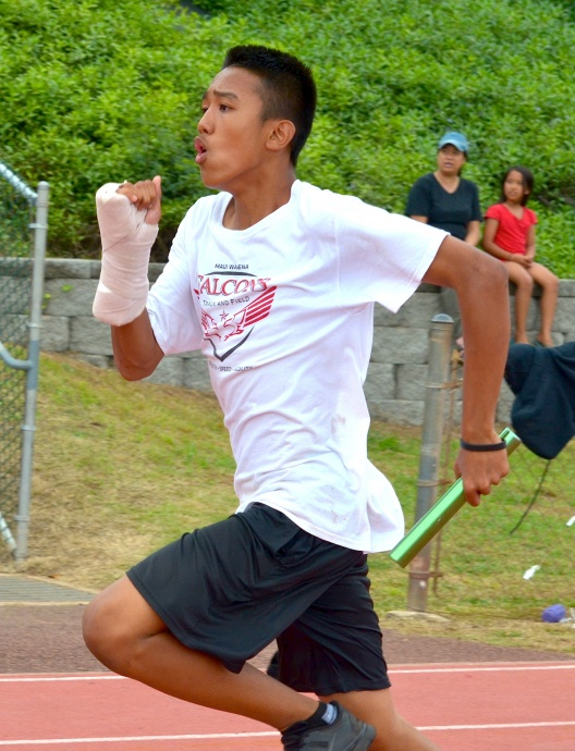Maui Waena's anchor runner in the boys 7th-grade 400 relay. Photo by Rodney S. Yap.