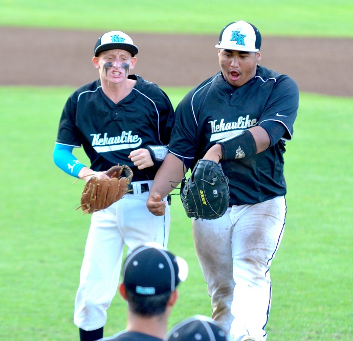 King Kekaulike second baseman Jerami Rother (left) and first baseman Devin Cabos Santiago celebrate a defensive play to end the inning. Photo by Rodney S. Yap.