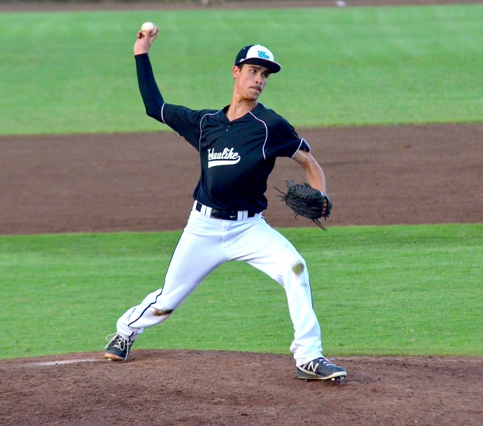 """King Kekaulike starting pitcher Adam """"Beanie"""" Howden went nine strong innings for Na Alii. Photo by Rodney S. Yap."""