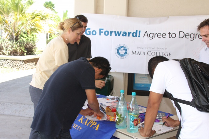 Phi Theta Kappa students garnering signatures and raising awareness about the importance of degree completion. Photo courtesy UHMC.
