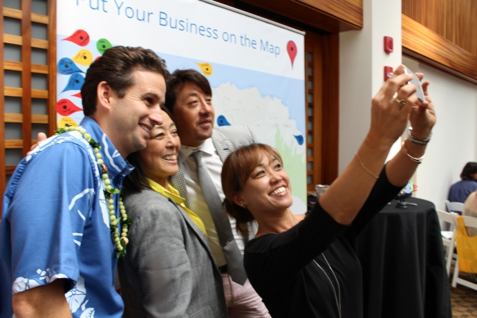 Google selfie featuring US Senator Brian Schatz (far left). Photo by Wendy Osher.