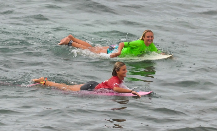 Semifinalist in the girls shortboard competition paddle out to the point at Ho'okipa Beach Park. Photo by Rodney S. Yap.
