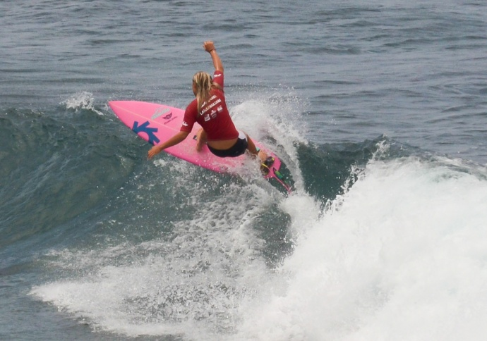 Lahainaluna High School girls won the MIL Surf Championships Saturday at Ho'okipa Beach Park. Photo by Rodney S. Yap.