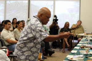 Leslie Kululoio tesifies at the OHA Board of Trustees meeting on Maui 5/15/14. Photo by Wendy Osher.