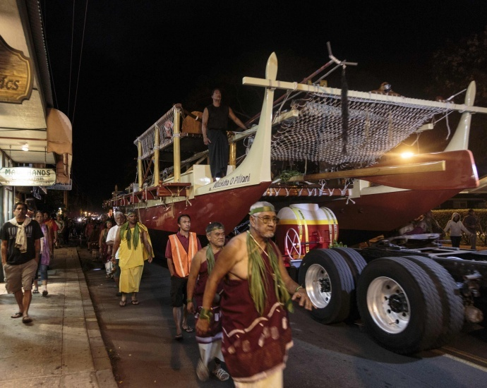 The Mo'okiha o Pi'ilani canoe is rolled up Front Street at around midnight, July 7. Photo by Charles Osborn.