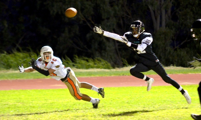 Pac-Five wide receiver Tsubasa Brennan dives for this first-half reception Saturday at King Kekaulike as Na Alii defensive back Corry Brown defends on the play. Photo by Rodney S. Yap.