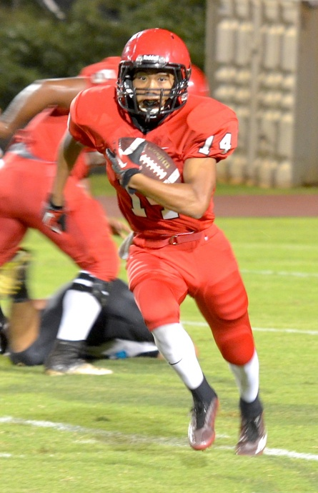 Lahainaluna's Josten Saribay (14) had a big special teams night returning punts and kicks for the Lunas against King Kekaulike on Friday. Photo by Rodney S. Yap.