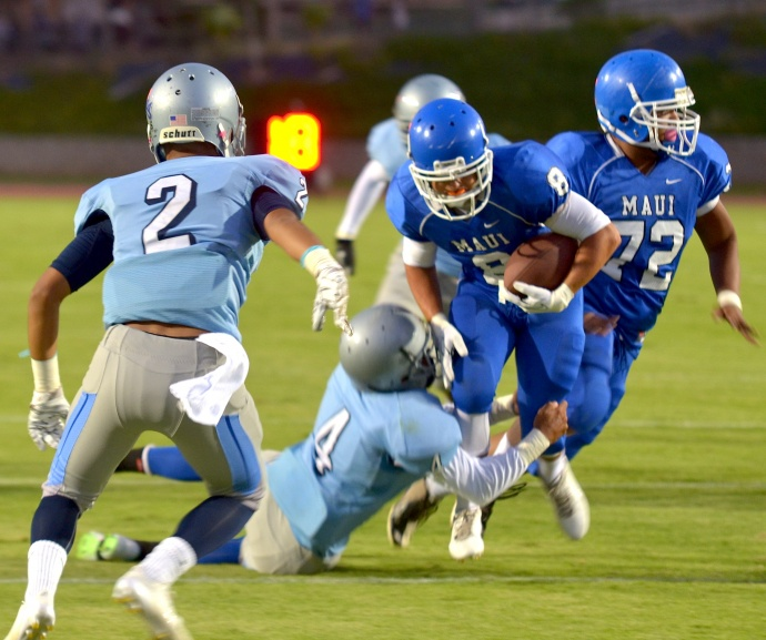 Maui High's Tyson Takabayashi (8) rushed for two touchdowns Friday in helping the Sabers beat Kealakehe, 28-7, at War Memorial Stadium. Photo by Rodney S. Yap.
