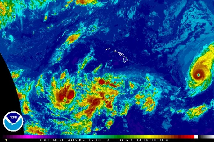 Hurricane Iselle, satellite imagery 4 p.m. 8/4/14.  Image courtesy Central Pacific Hurricane Center/NOAA/NWS.