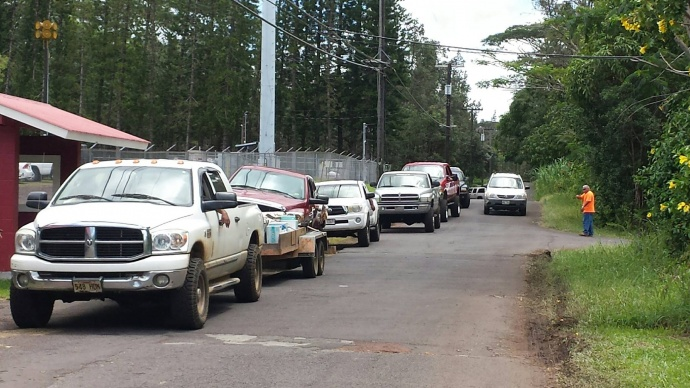 People queue up for ice and other supplies during Hurricane Iselle's recovery efforts. Photo courtesy of Jolyn Ho/Nanawale Long House.
