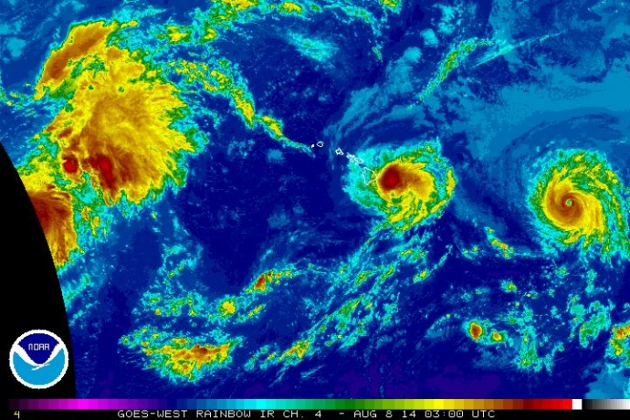 Satellite imagery of Iselle at 5 p.m. HST, Thursday, Aug. 7, 2014. Image courtesy CPHC/NOAA/NWS.