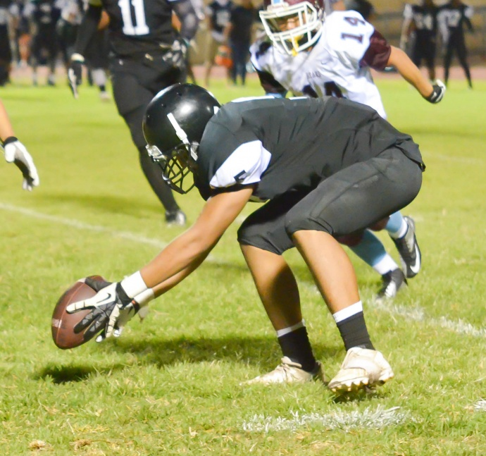 King Kekaulike linebacker Jacob Jacinto grabs this loose ball off the ground in the first half. Photo by Rodney S. Yap.