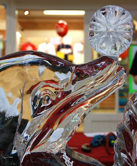 Ice Sculpture / photo courtesy Lahaina Cannery Mall.