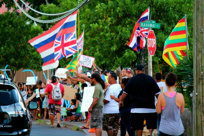 Stream connectivity and accountability rally. Maui Now photo.