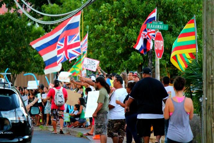 Stream connectivity and accountability rally. Maui Now photo.