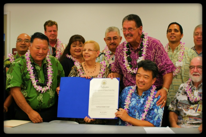 Acting Governor Shan Tsutsui signs proclamation for the preservation of Līpoa Point in perpetuity. Photo by Wendy Osher.