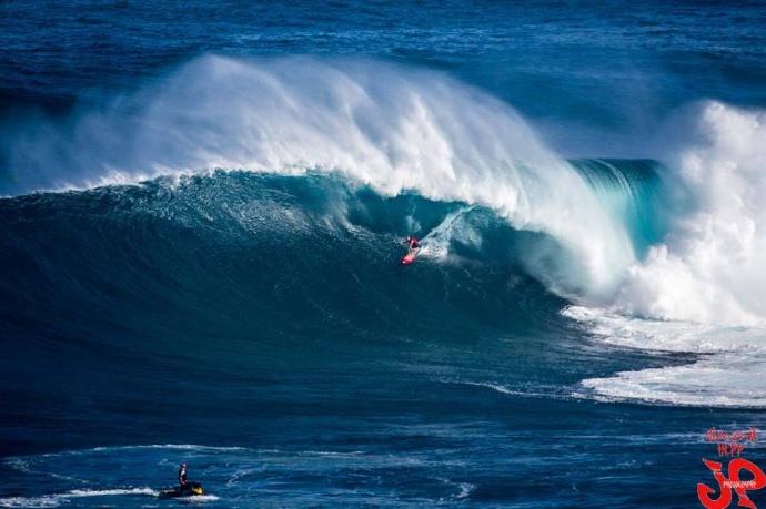 Shane Dorian Surfing Jaws on 11/11/14 - Image: Jimmie Hepp