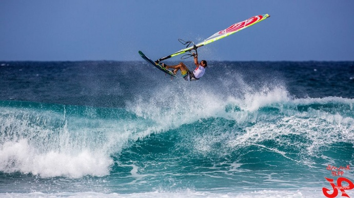Giampaolo Cammarota wind surfing at Ho'okipa / Image: Jimmie Hepp