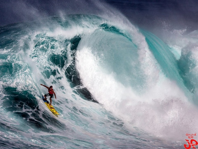 Kai Lenny surfing Pe'ahi (Jaws) 11/12/14 - Image: Jimmie Hepp