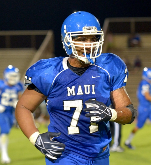 Wearing  jersey No. 71 is Leka Atunaisa Vainikolo, a third-year varsity starter and anchor on the Sabers' defensive front. Photo by Rodney S. Yap.