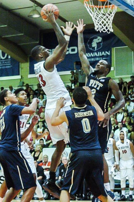 San Diego State's Winston Sheppard drives to the basket as Pittsburgh's Michael Young (2) and James Robinson (0) try to defend Tuesday at the Lahaina Civic Center. Photo by Joel B. Tamayo.