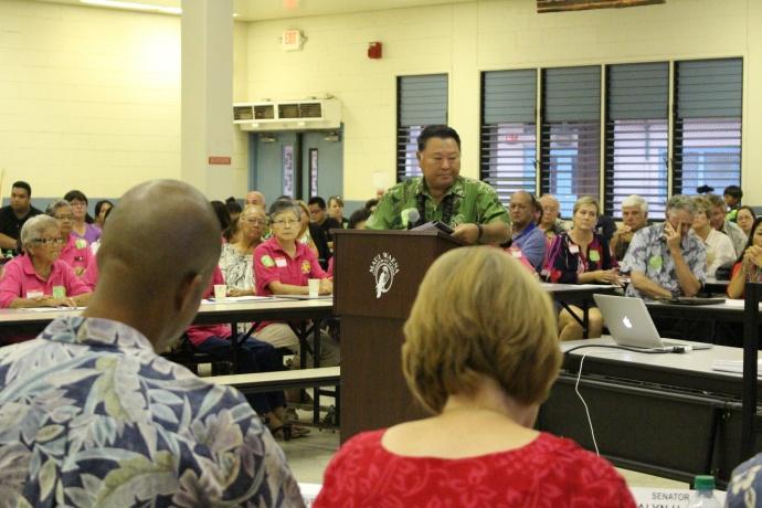 Mayor Arakawa testifies before the legislative hearing on the state's public health system budget shortfalls.  Photo 11/10/14 by Wendy Osher.