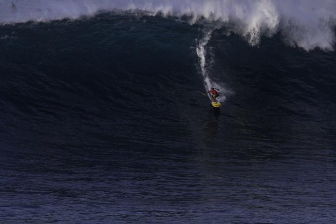 Kai Lenny surfing Jaws - Image: Davin Phelps