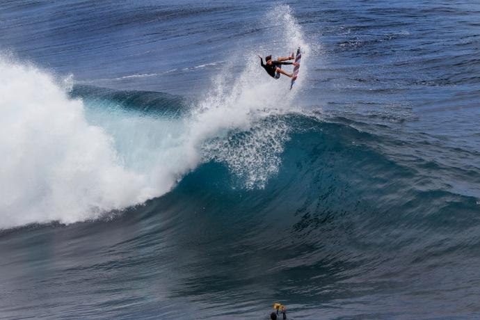 Matt Meola surfing Jaws - Image: Davin Phelps