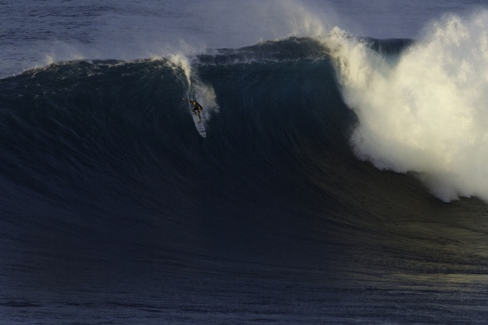 Trevor Carlson surfing Jaws - Image: Davin Phelps