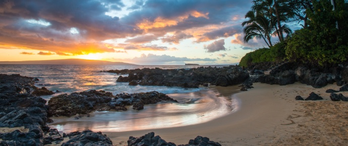 Hawai'i Resumes Wiki Permits for Beach Weddings & Vow Renewals