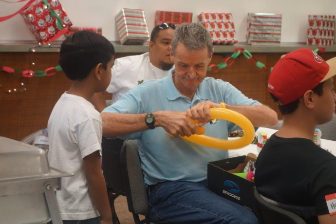 Darby Gill, founder and Executive Director of A Keiki's Dream, partnered with HUGS to host the Maui party.  Darby made balloon toys for the children.